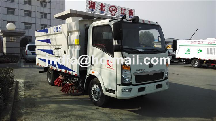 HOWOvacuum sweeper, street sweeper truck, vacuum road sweeper truck